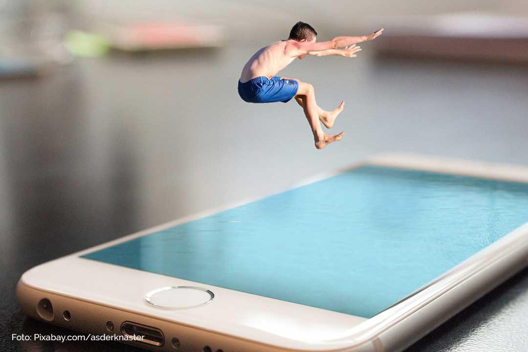 Gefahren und Chancen Internet und Smartphone fuer Kinder. Cybermobbing Vermeidung und Hilfe
