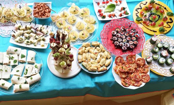 Geburtstagsparty: Das perfekte Dinner - Buffet von den Kindern selbst kreiert -