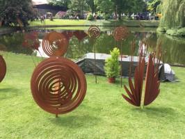 Gartenträume auf Burg Hülshoff: Eisen-Kunstwerke für den Garten