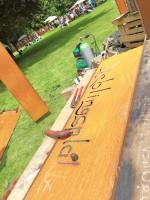 Gartenträume auf Burg Hülshoff: Türschilder und Skulpturen