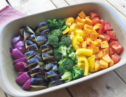 Regenbogen-Ofengemüse in Rohversion