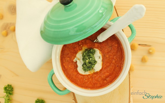 Röst-Tomatensuppe fertig garniert