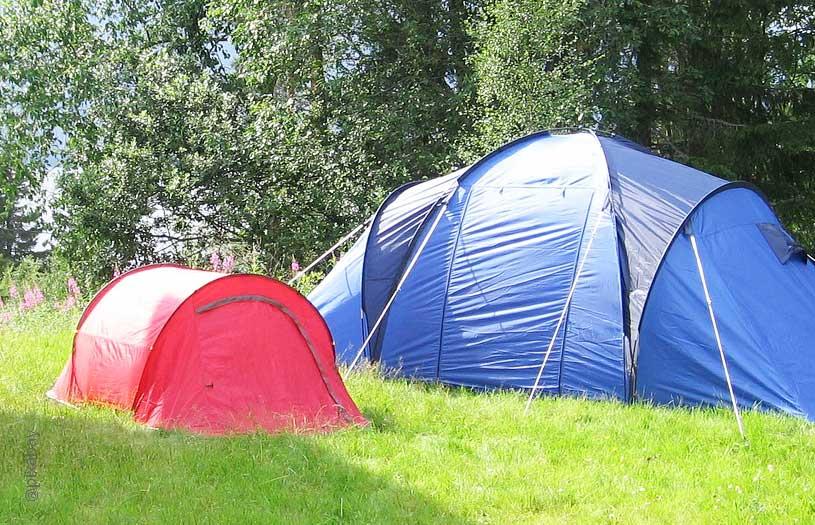 Sommerparty mit Zelten im Garten