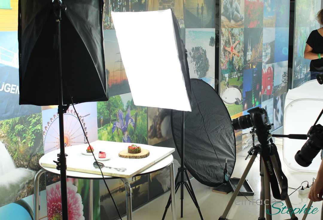Wenn Blogger mit- und voneinander lernen. Foto Seminar in Köln. Set aufbauen