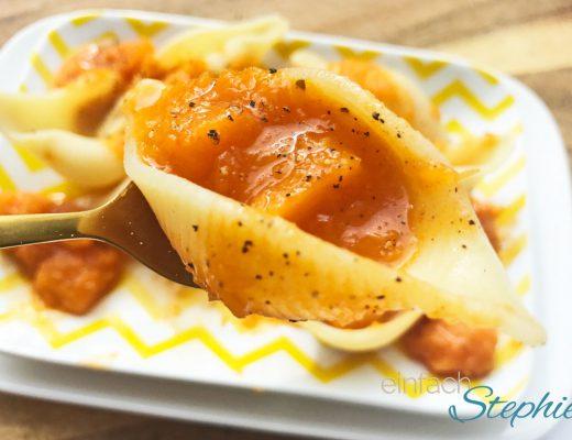 Pasta mit Kürbisgulasch. Ein Löffelchen Genuss