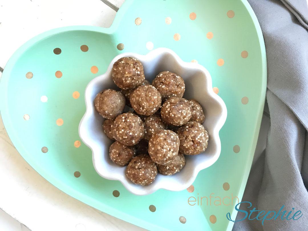 Gesunde Pralinen selber machen, glutenfrei, zuckerfrei. Einfach und schnell gemacht mit oder ohne Thermomix. Hier ohne Schokolade