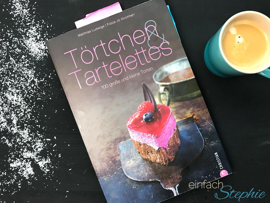 weihnachtliche Schoko Kirsch Muffins. Das Buch Törtchen und Tarteletts