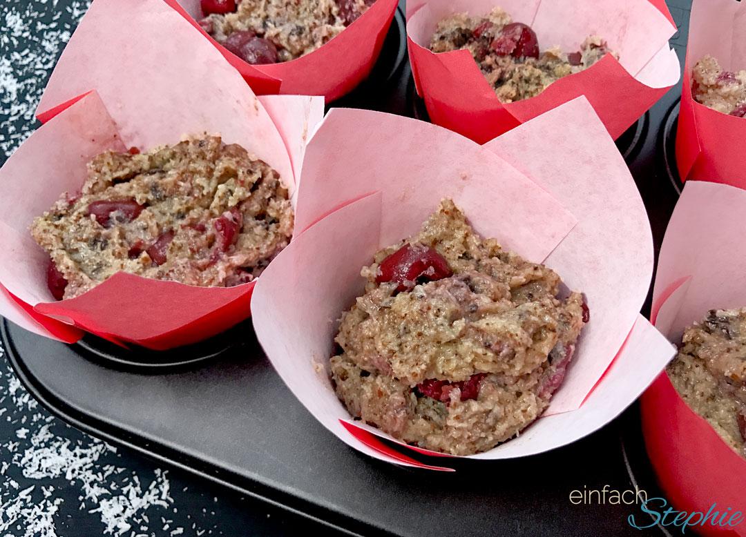weihnachtliche Schoko Kirsch Muffins ohne Mehl. Vor dem Backen