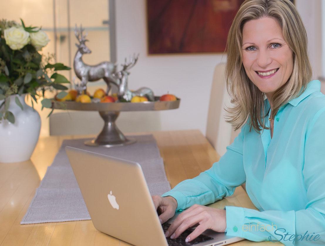 Werbung im Blog. Stephie am Laptop