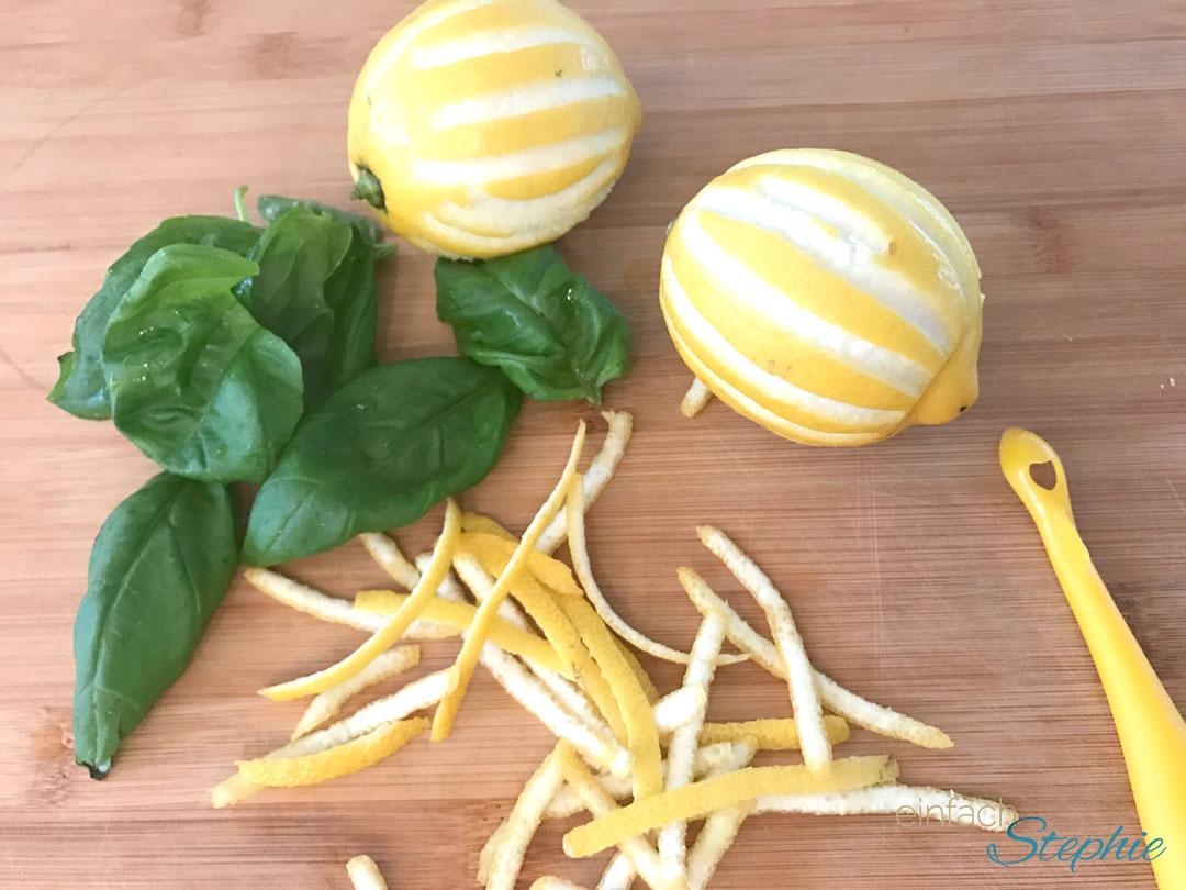 Veganes Zitronenrisotto. Zesten und Basilikum