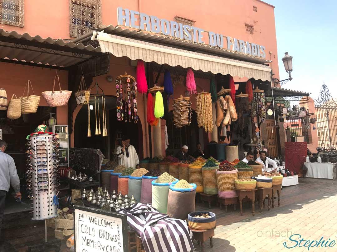 Marokko, Marrakesch. Geschäft für Gewürze