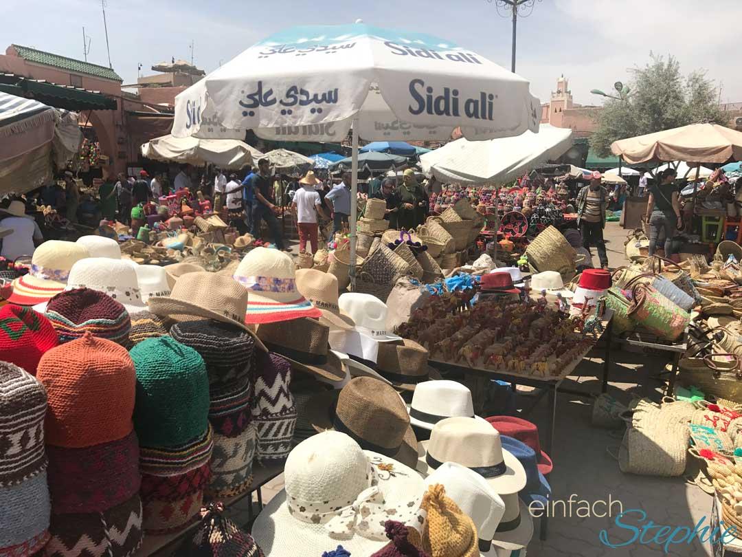 Marokko, Marrakesch. Marktplatz Djemaa el Fna. Verkaufsstände