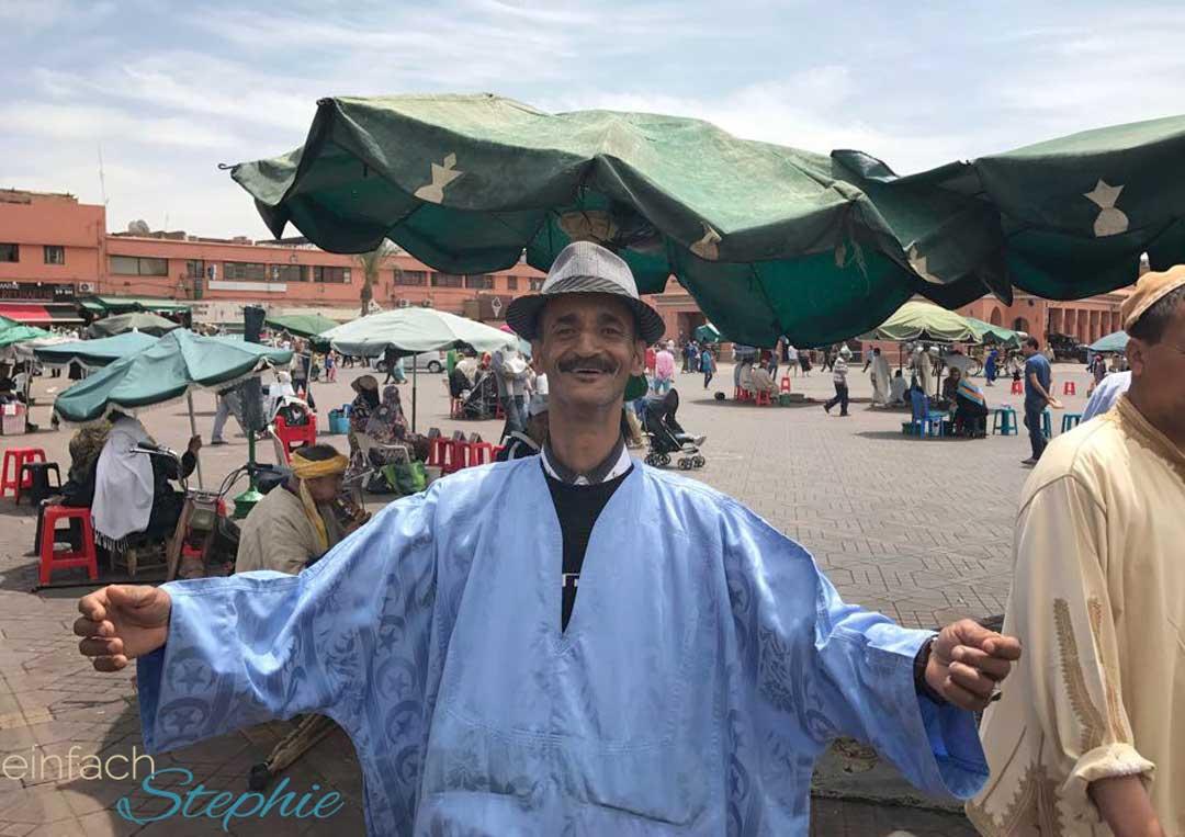 Marokko, Marrakesch. Schlangenbeschwörer auf dem Marktplatz Djemaa el Fna