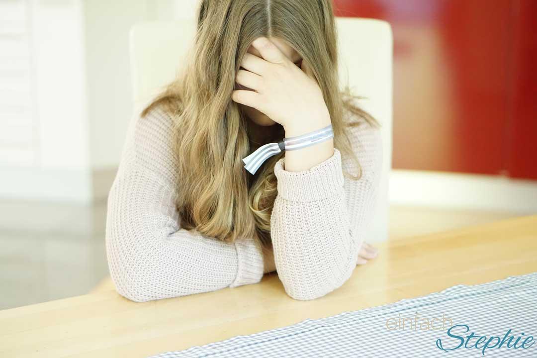 Kopfschmerzen bei Jugendlichen besser behandeln. Mädchen sind häufiger betroffen. Initiative Schmerzlos