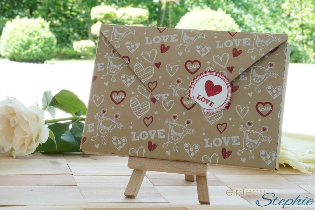 """Fingerbook hübsch verpackt im Umschlag """"Love"""""""