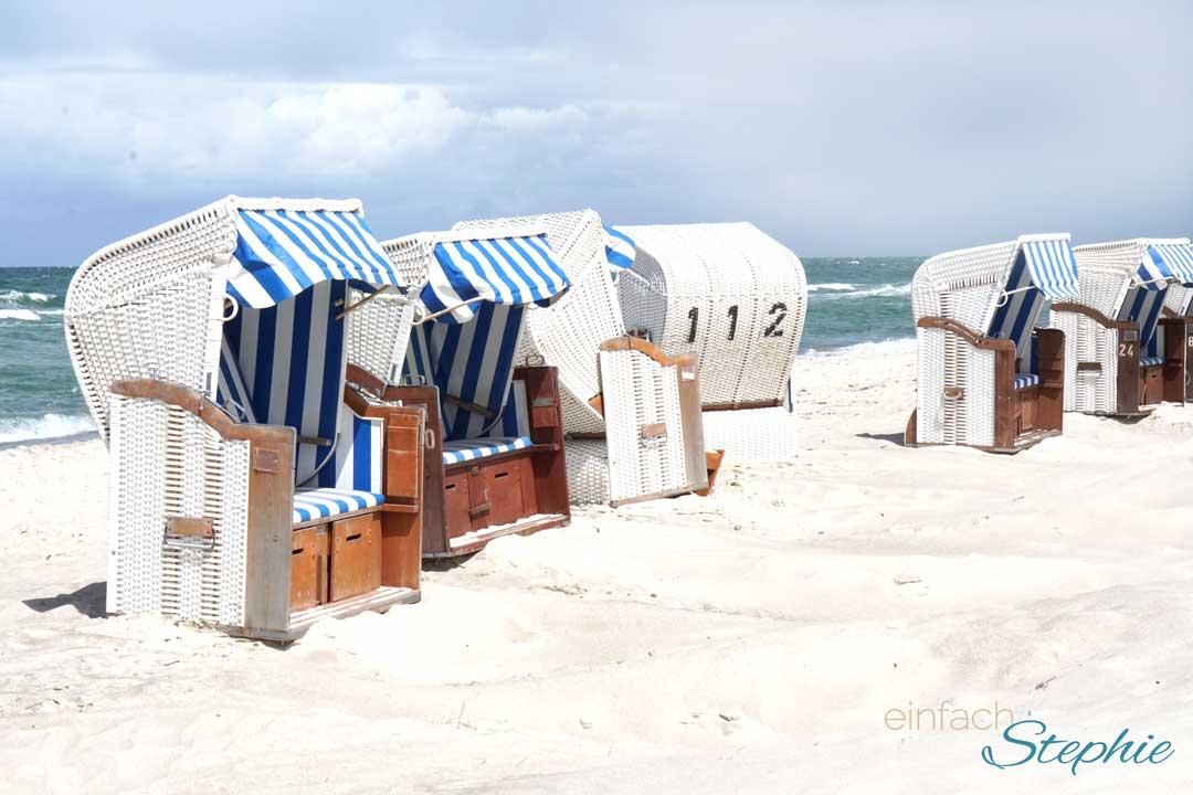 Offen für neue Begegnungen beim Kurztrip an die Ostsee. Strandkörbe