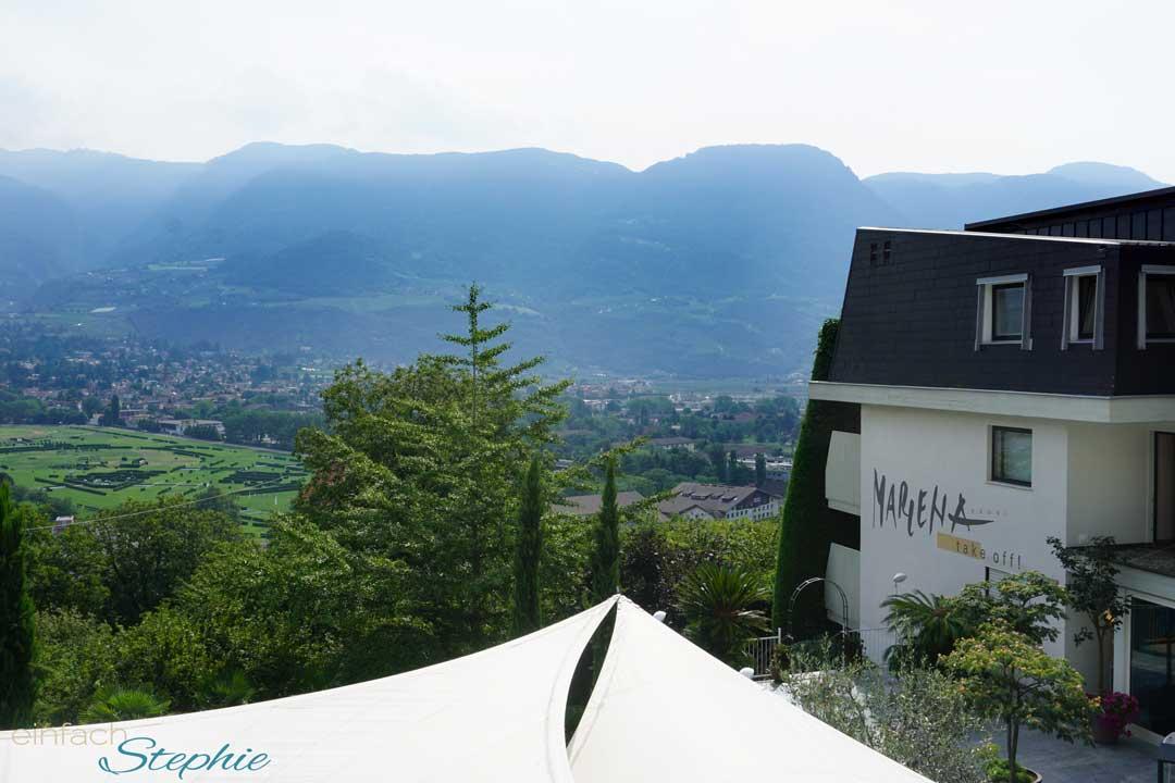 Hotel Marlena mit Blick auf Meran