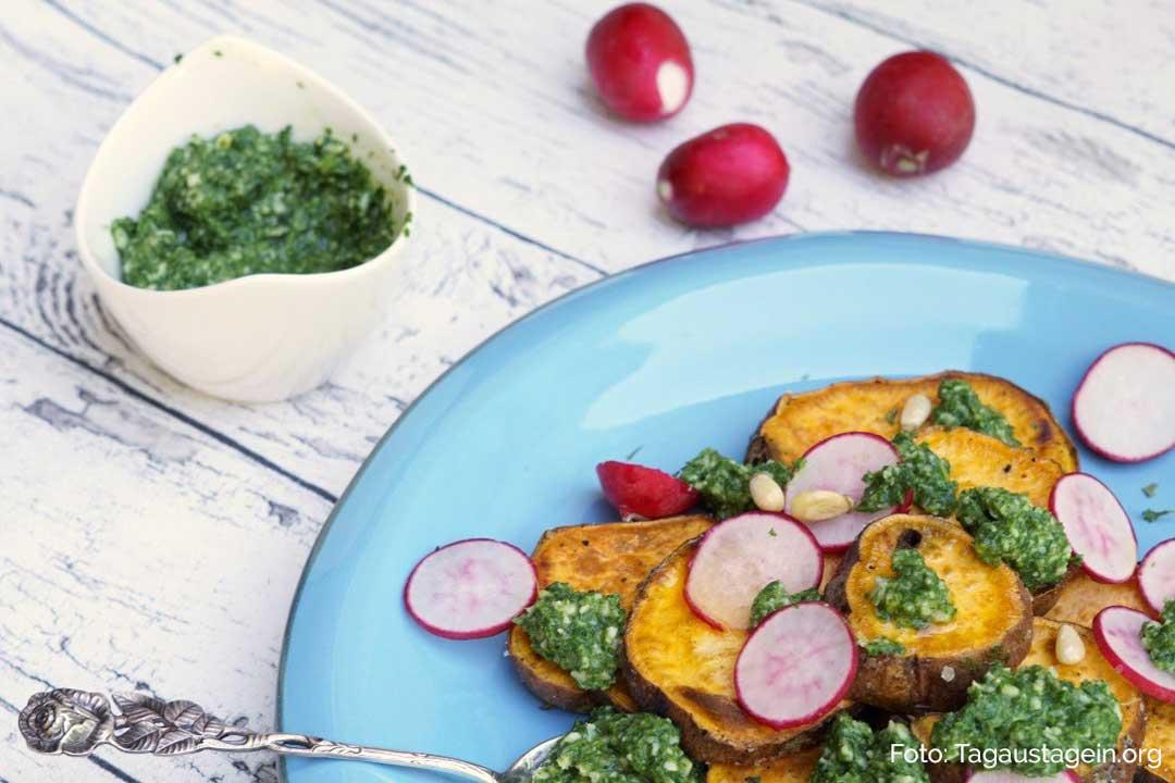 Süßkartoffeln mit Radieschen-Blätter-Pesto. Teller Anschnitt