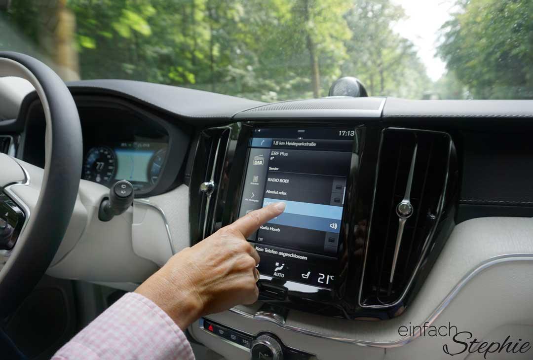 Touchscreen im neuen Volvo XC60. Probefahrt in Dresden