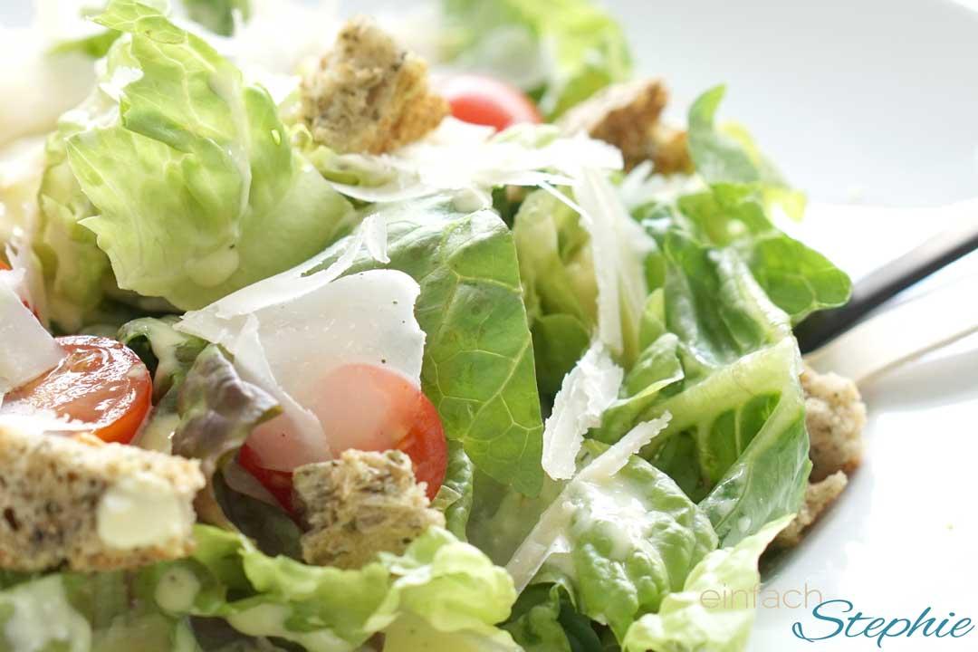 Schnelles, leichtes Caesars Salad Dressing
