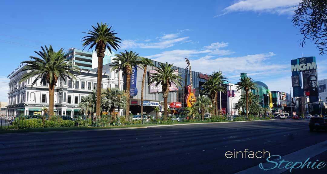 Familienurlaub Westküste USA Kalifornien mit Las Vegas. Las Vegas Strip mit Hard Rock Cafe und Coca Cola Shop.