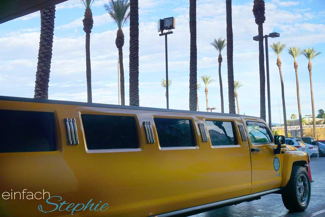 Familienurlaub Westküste USA Kalifornien mit Las Vegas. Limousinen vor jedem Hotel