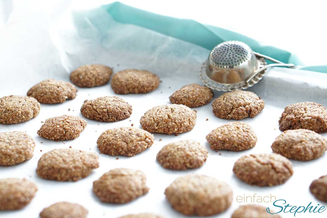 Low carb Mandelkekse, glutenfreie Weihnachtsplätzchen ohne Mehl auf Backblech