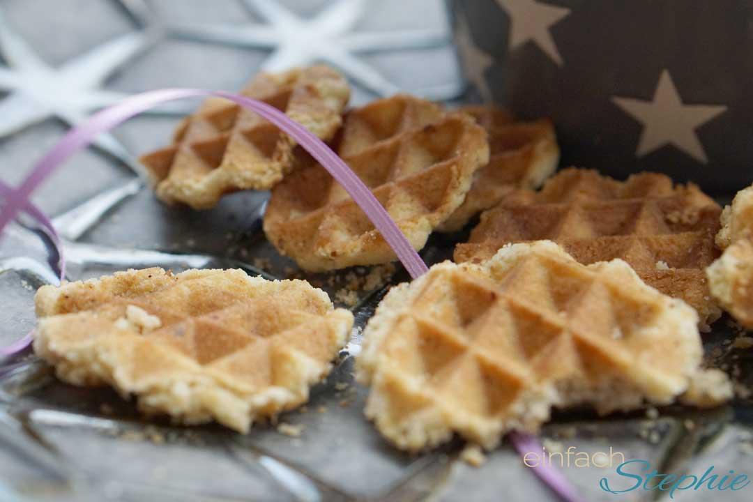 Waffelplätzchen selber backen. Schnelle Kekse ohne Ofen