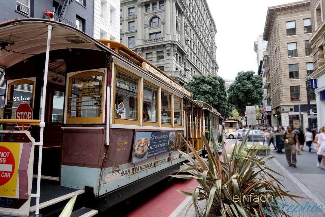 San Francisco mit Teenagern. Cable Car fahren