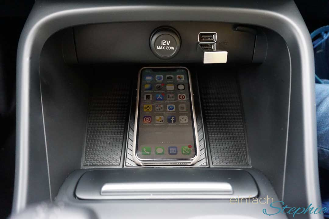 Smartphone induktiv aufladen im Volvo XC40