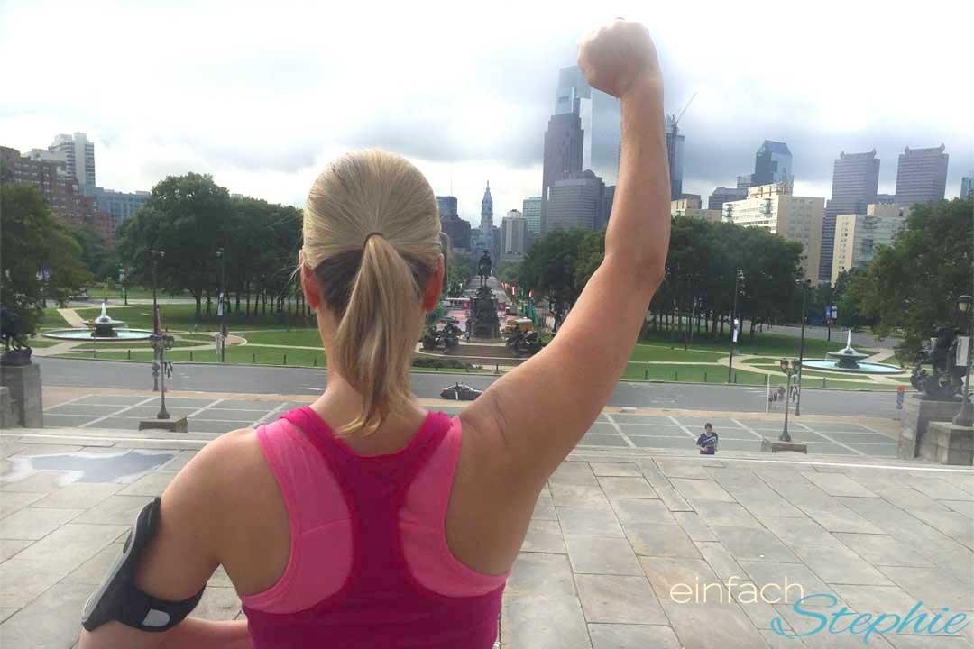 Fighting im Telekom Sportpaket. Stephie auf Rocky Treppe in Philadelphia USA