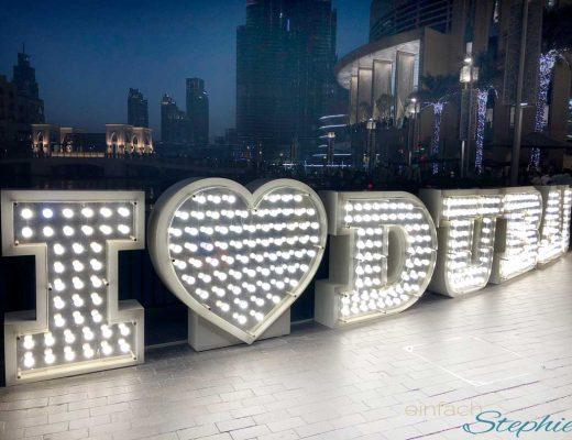 I love Dubai. Abendbeleuchtung an der Dubai Mall
