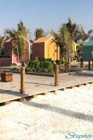 Strandparadies La Mer. Ausflugstipp Dubai Urlaub mit Familie. Bunte Strandhaeuser