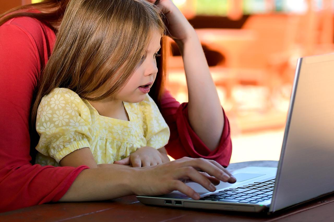 Kindern das Internet erklären (Foto: Pixabay)