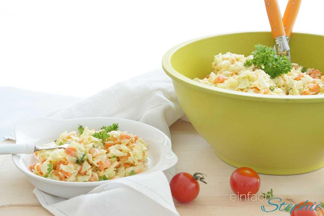 Schneller Partysalat mit Kohl und Möhren. Coleslaw