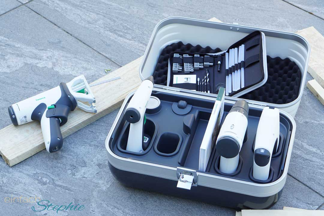 Twercs Koffer geöffnet. 4 Akku Werkzeuge mit Anleitung, Zubehör und Bastelbuch