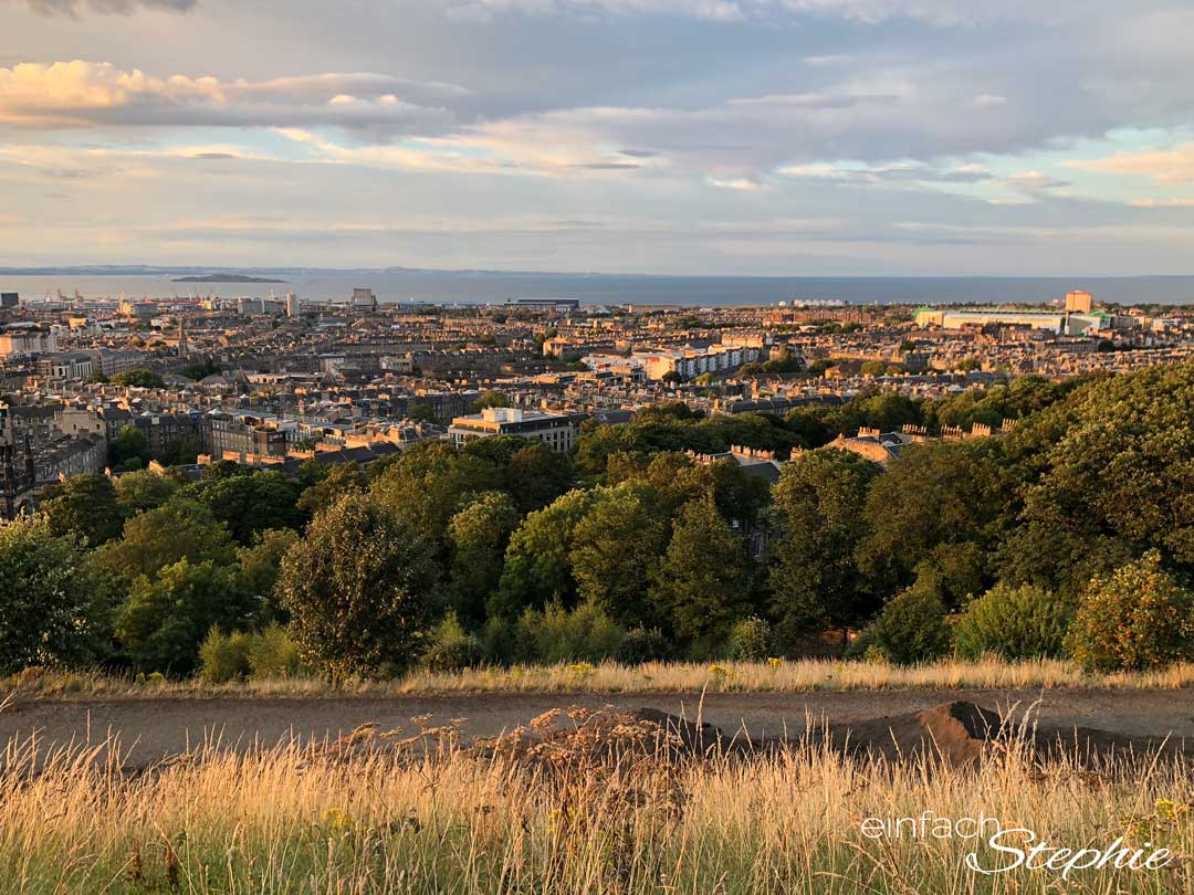 Edinburgh am Abend. Bester Ausblick vom Calton Hill aus