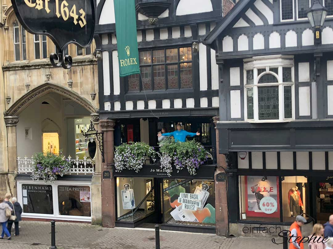 Einkaufen auf 2 Ebenen in Chester, England