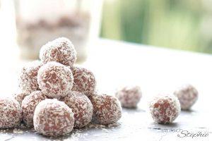 Einfache Pralinen selber machen mit 5 Zutaten. Schoko-Kirsch-Pralinen von einfachStephie