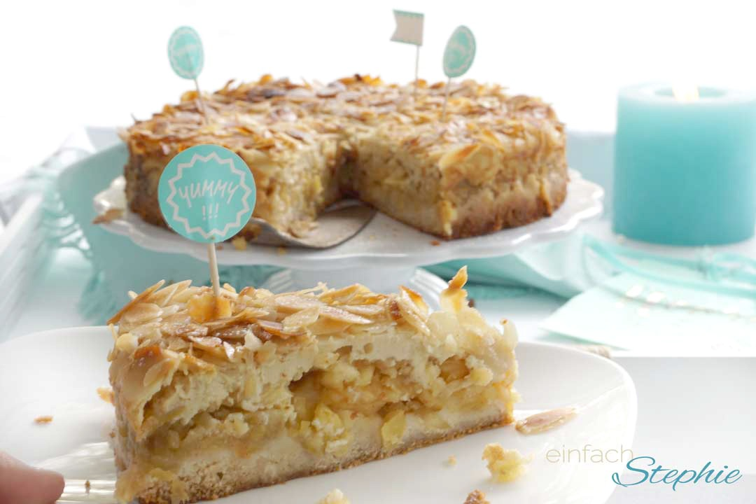 Veganer Geburtstagskuchen. Apfelkuchen mit Mandeln ohne Ei