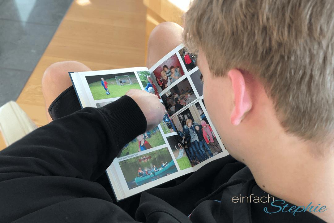 Kreatives Geschenk zum 18. Geburtstag: Fotoalbum mit Bildern aus 18 Jahren