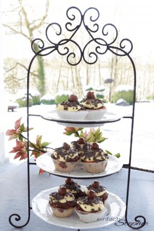 Schneewittchen Muffins. Donauwellen Cupcakes auf Etagere