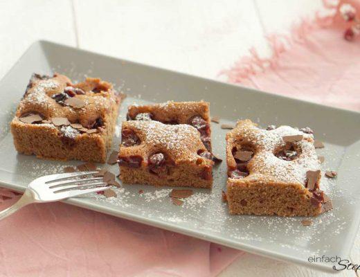Adventsschnitte Lebkuchen-Kirschkuchen vom Blech