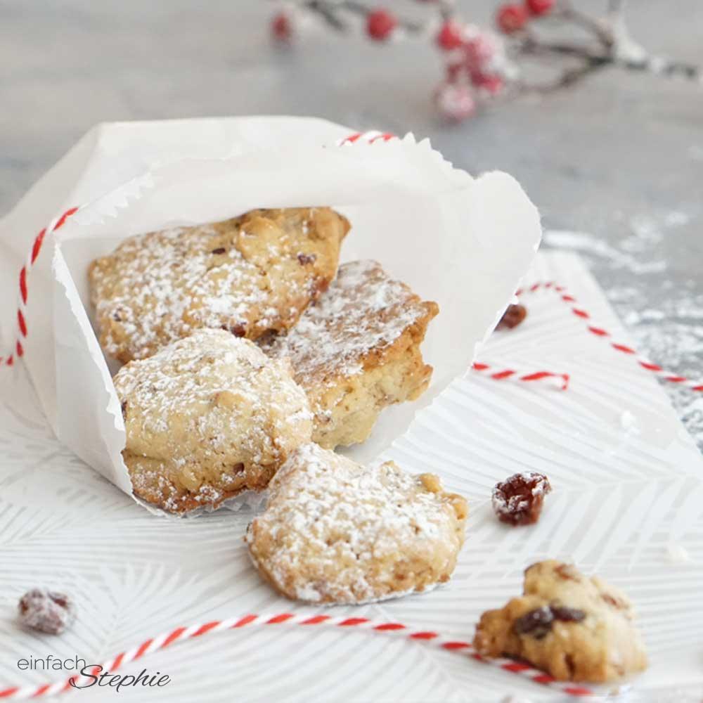 Walnuss-Taler mit Rosinen. Einfache Kekse backen