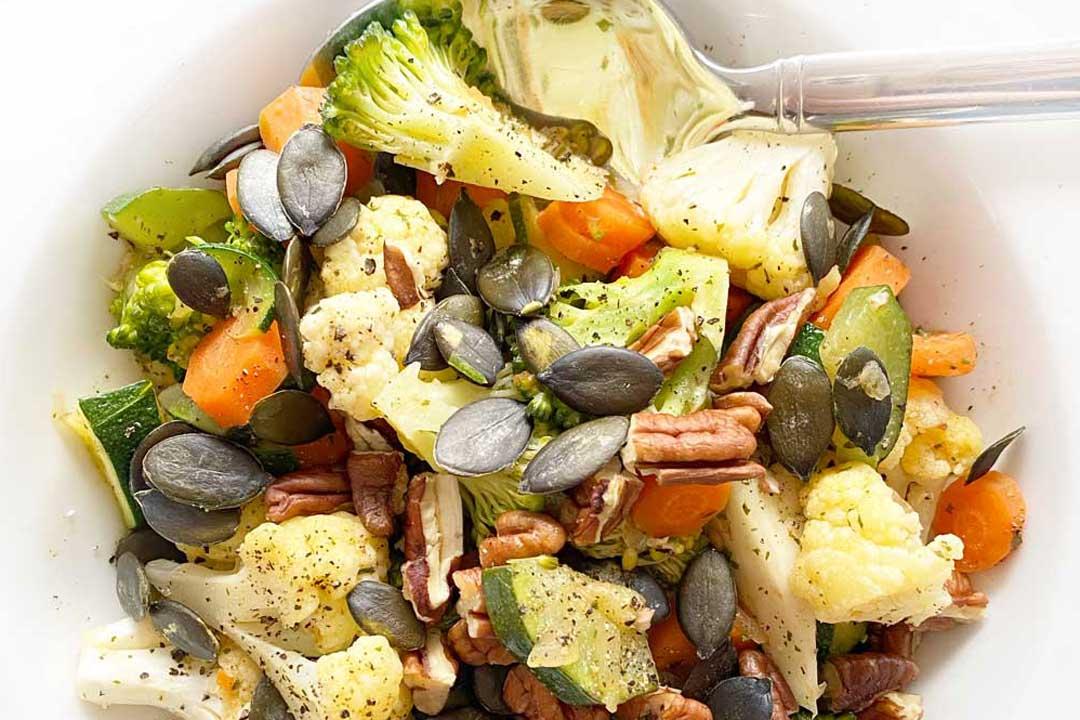 Basenfasten Rezepte: Bunte Gemüsepfanne, Rote Beete Carpaccio, Ofengemüse