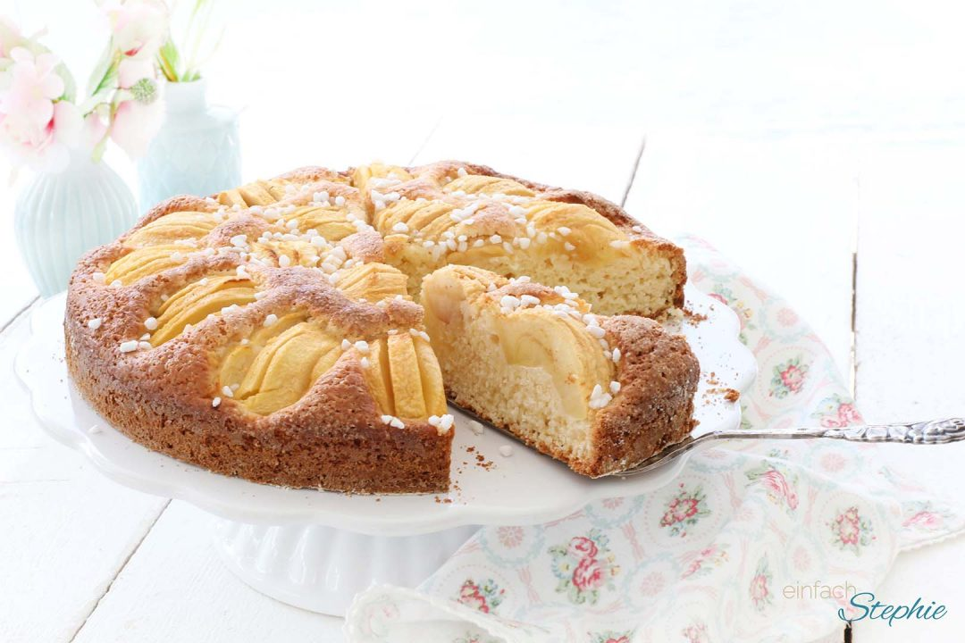 Sensationeller Joghurtkuchen mit Apfel schnell und einfach mit einfachstephie.de