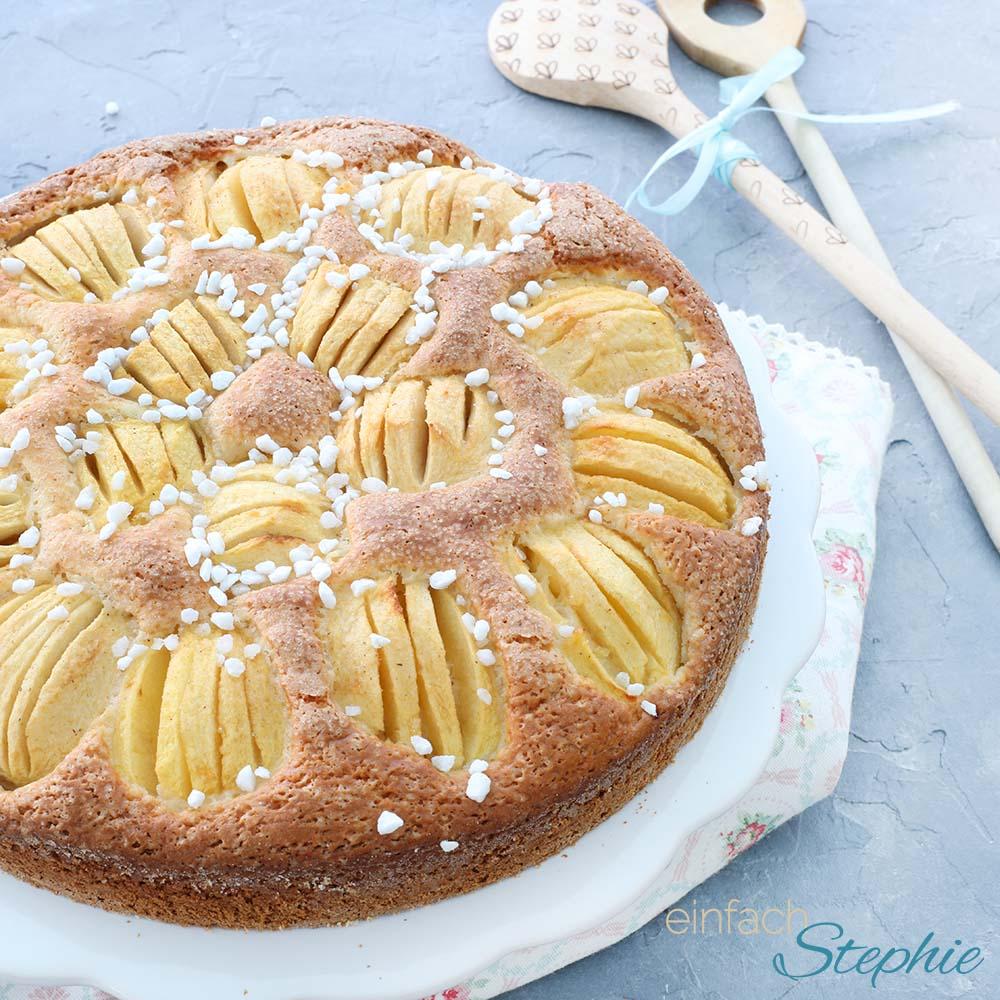 einfaches Joghurt Kuchenrezept mit Äpfeln von einfachstephie.de